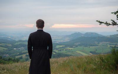 Ein Priester sollte nicht undercover unterwegs sein