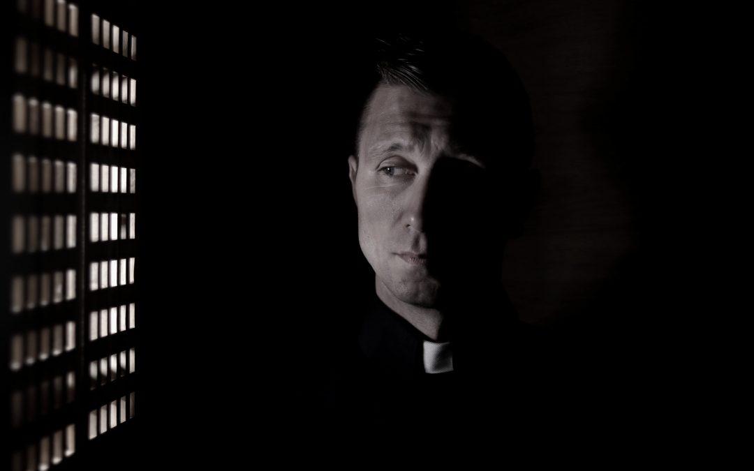 Priesterkleidung: Black is beautiful